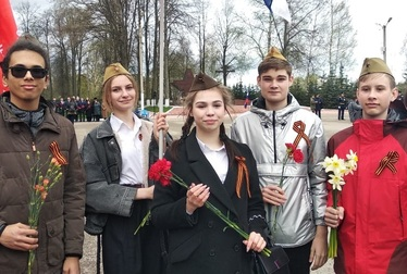 Возложение цветов к Мигаловскому братскому захоронению